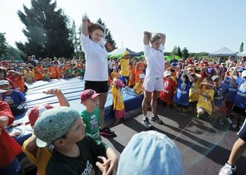 Kinder bewegen sich bei sport + stars 4 kids