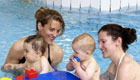 Babyschwimmen frdert die Entwicklung