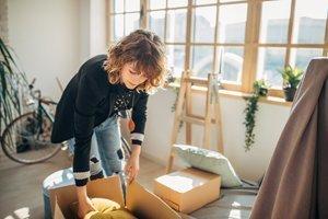 Volljährig werden: Tipps zu Wohnung und Finanzen