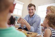 Fachmann Betreuung gesucht: Wie sinnvoll ist eine Männerquote?