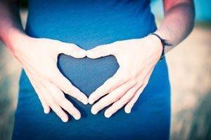 fruchtwasser bietet dem ungeborenen baby schutz. Black Bedroom Furniture Sets. Home Design Ideas