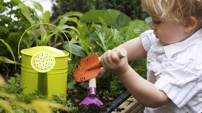 Trotz allem Frühling geniessen: Bauen Sie mit Ihren Kindern ein Hochbeet