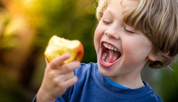 Gesunde Ernährung ist wichtig für das Lernen der Kinder.