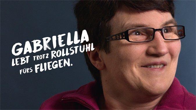 Gabriella lebt trotz Rollstuhl fürs Fliegen
