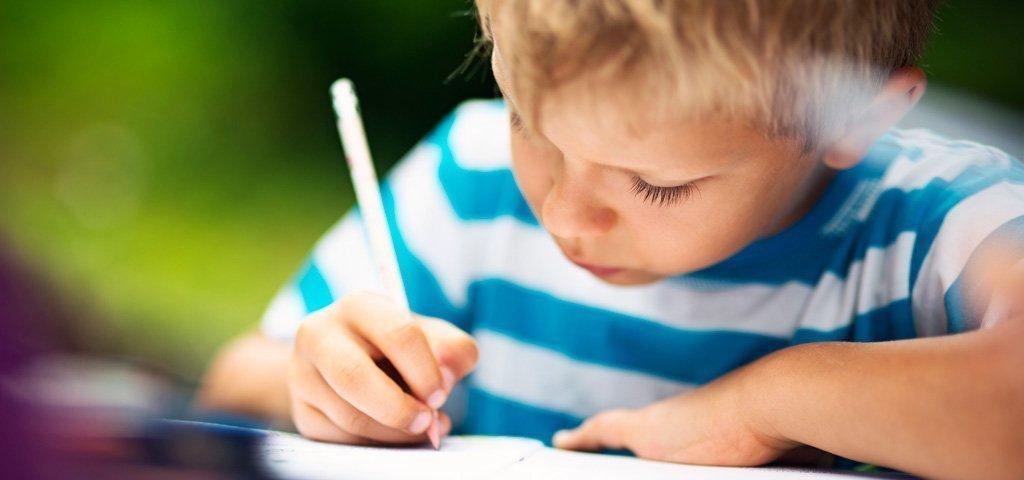 Hausaufgaben: Ob «Ufzgi» sinnvoll sind und wie sie stressfrei erledigt werden