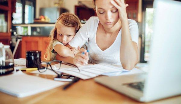 Wie können Arbeitgeber Eltern im Home-Office unterstützen?