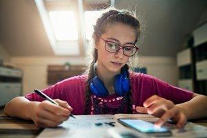 Handys beim Lernen? So setzt Ihr Kind Lern-Apps sinnvoll ein