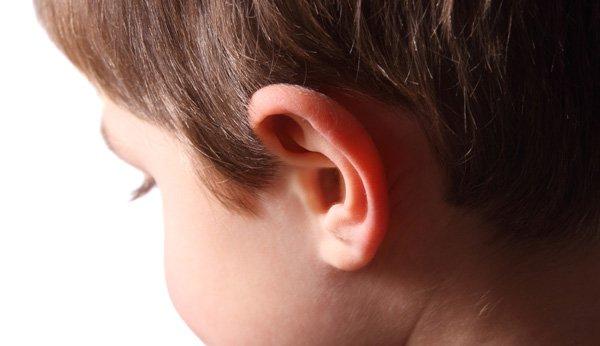 Bei einer Mittelohrentzündung tun die Ohren weh