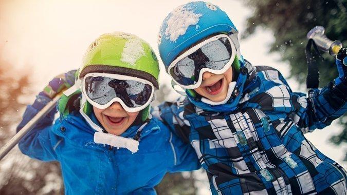 Skihelm für Kinder: So finden Eltern das passende Modell