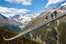 Wandern in luftiger Höhe: Die schönsten Hängebrücken der Schweiz