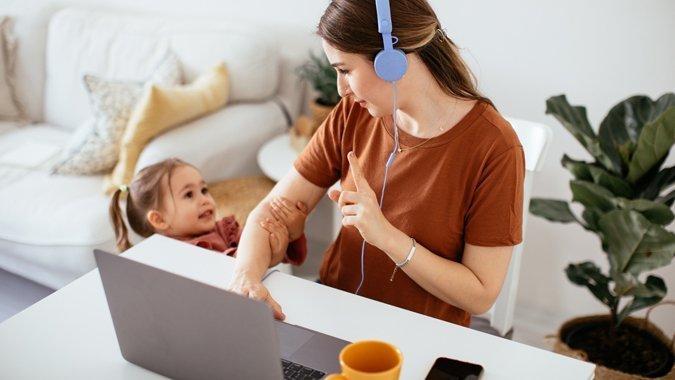 Wie Kinder lernen, auf Mamas und Papas Aufmerksamkeit zu warten