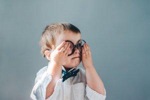 Braucht mein Baby eine Brille?