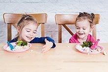 Endlich am Familientisch! Worauf Sie bei der Ernährung von Kleinkindern achten sollten