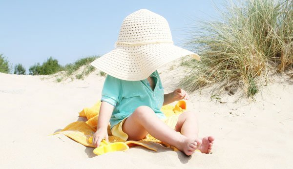 So leisten Sie erste Hilfe bei einem Sonnenstich