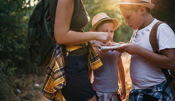 Geocaching ist eine tolle Aktivität für Kinder.