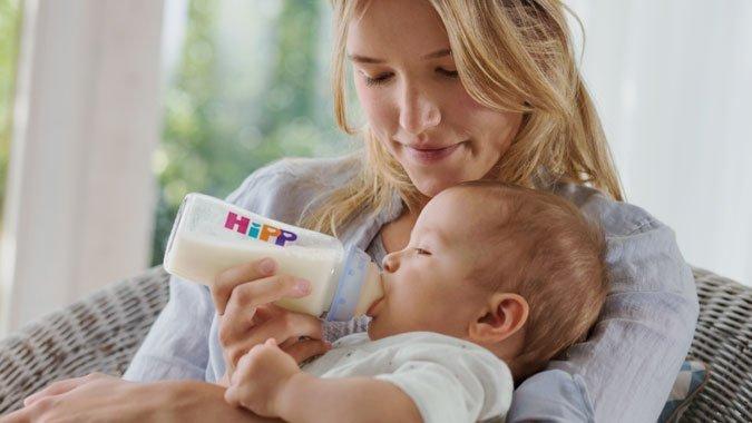 Füttern mit dem Schoppen – Die häufigsten Fragen und Antworten zu allem, was Eltern wissen müssen