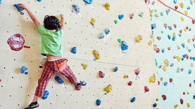 Klettern gibt Kindern Kraft! Tolle Kletterhallen und Tipps für Einsteiger