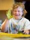 Kind am Malen Foto: Zentrum Paul Klee
