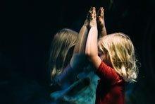 Wie Eltern Mobbing frühzeitig erkennen können