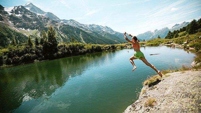 Schön cool hier oben! Diese 11 Schweizer Bergseen laden jetzt zum Baden ein