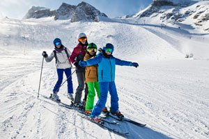 Ab auf die Piste! So lernen Kinder Skifahren