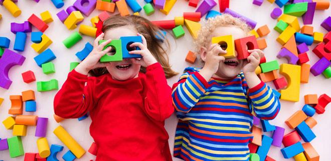 Spiele für drinnen: Wir haben Ideen, die Kindern Spass machen.
