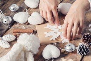 Mit Perlen, Glitzer und Gold: Sterne basteln für Weihnachten