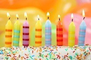 Zum Geburtstag Einen Kuchen Schenken Und Ein Gedicht Aufsagen.